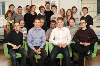 Ett ungt gäng från Spotifys tidigare dagar som het startup i Stockholm. Sophia Bendz längst till höger.